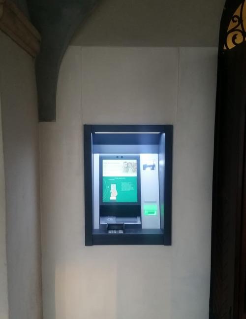 Bankomat i wpłatomat w Kazimierzu Dolnym na rynku